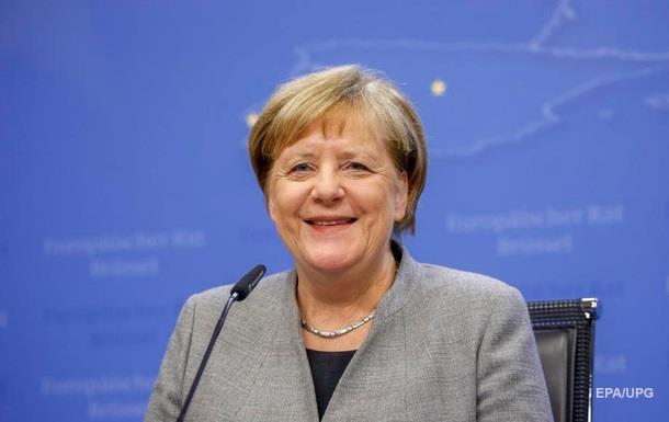 Канцлер ФРН записала відеоповідомлення і запросила до Німеччини кваліфікованих фахівців.