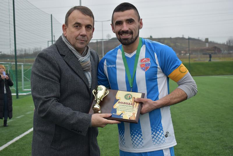 Кращого футболіста Закарпатської області визначають після завершення сезону, шляхом опитування серед журналістів та тренерів.