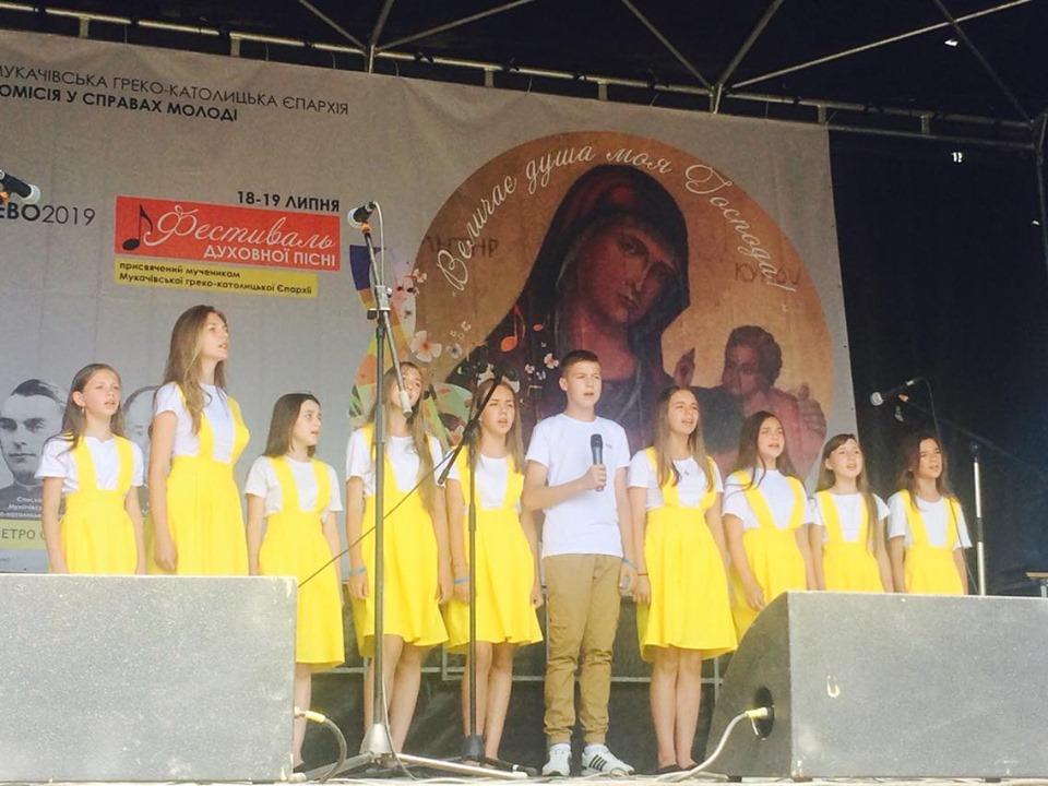 У парку Перемоги розпочався дводенний пісенний фестиваль.
