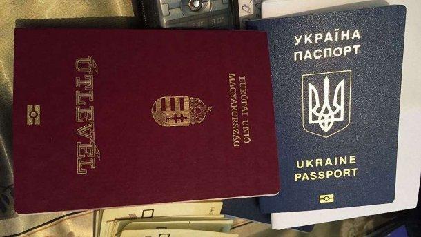 Наявність паспортів України та Росії не призведе до плутанини, говорить Пєсков. При цьому він навів як приклад українців з угорськими паспортами.