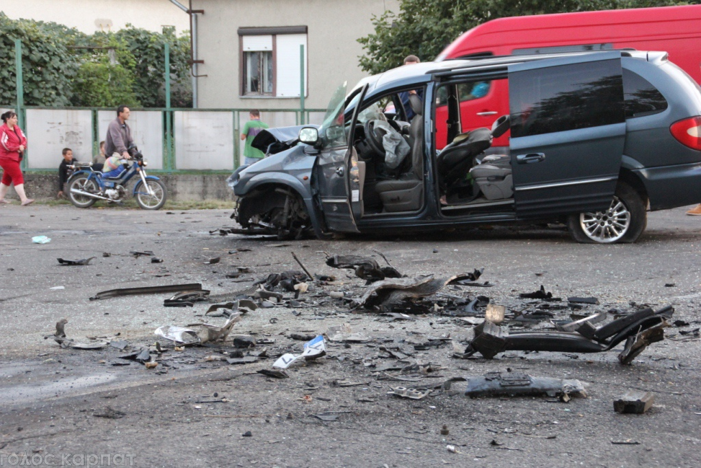 41-річний житель Виноградова свого часу вбив у ДТП двох молодих людей. І от тепер, хильнувши зайвого, чоловік знову вкоротив життя людині.