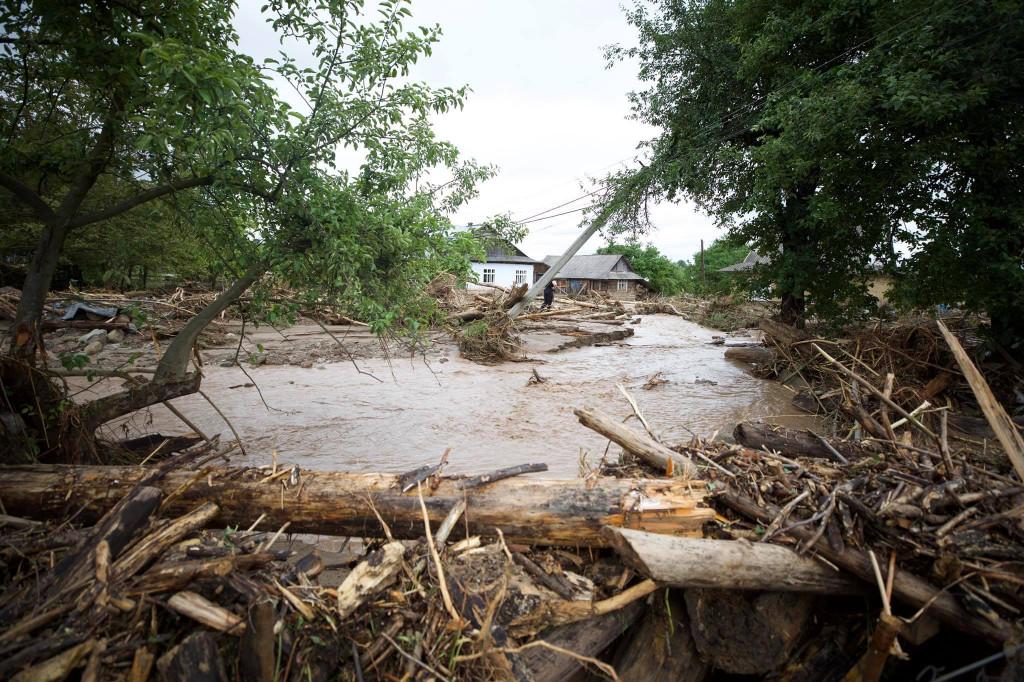 Как сообщили в Управлении ГСЧС Украины в Закарпатской области, по состоянию на сегодня спасатели сьогодніродовжують борьбу с последствиями паводков.
