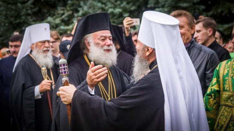До недавніх пір Феодор II закликав православних України бути вірними митрополиту Онуфрію.