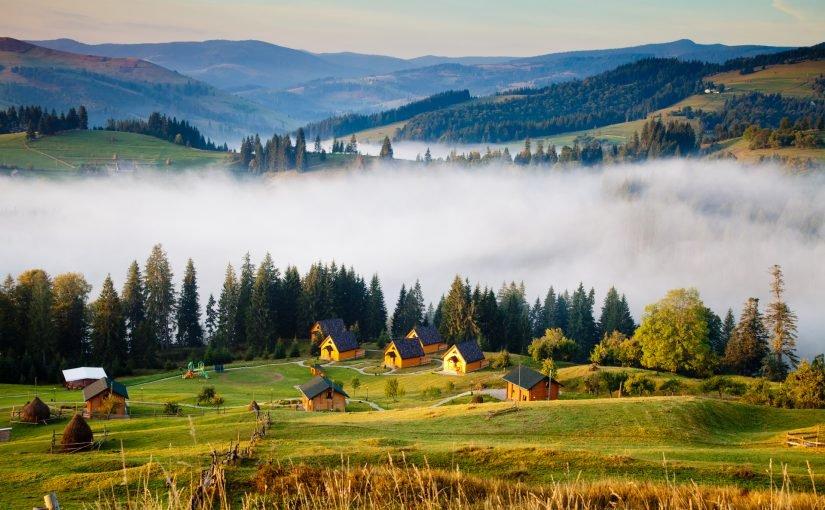 Температура повітря вночі 7-12°, вдень 21-26° тепла, в горах місцями вночі до 4°, вдень 14-19° тепла.