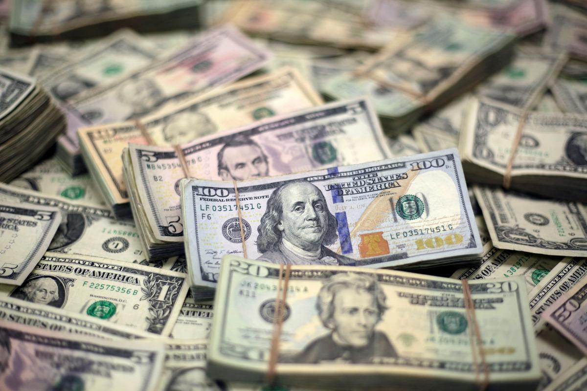 Названі країни, з яких українські заробітчани перераховують додому найбільше грошей