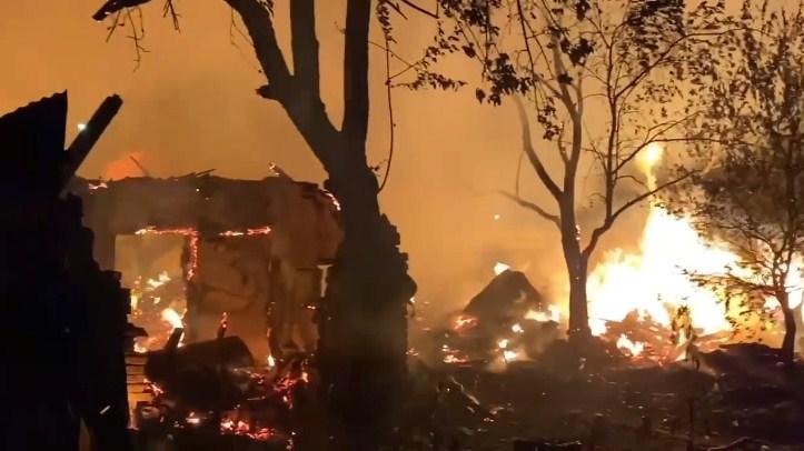 Вогонь лютував сьогодні вночі неподалік тубдиспансеру в мікрорайоні Шахта.