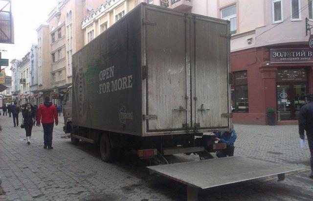 В Ужгороді вирішили, коли вантажівки повинні постачати товари в магазини і заклади в центрі міста.