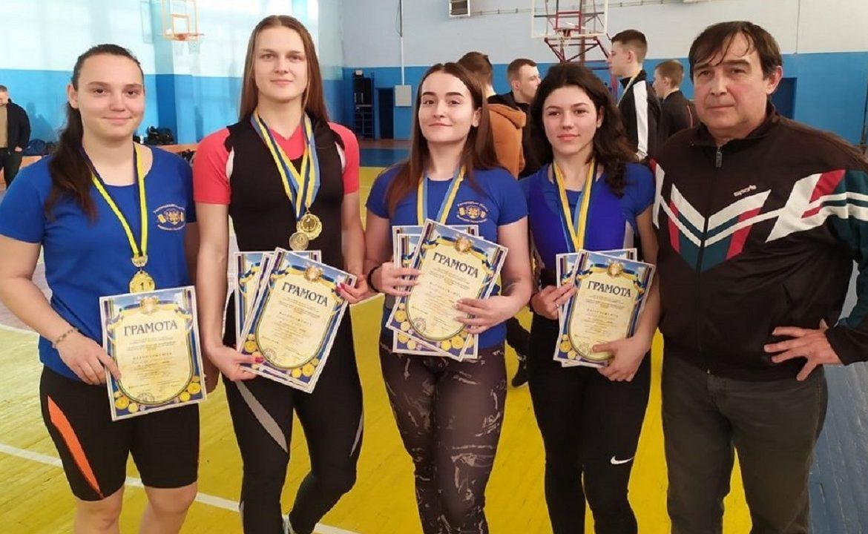 Пауерліфтери УжНУ здобули медалі на чемпіонаті Закарпаття.