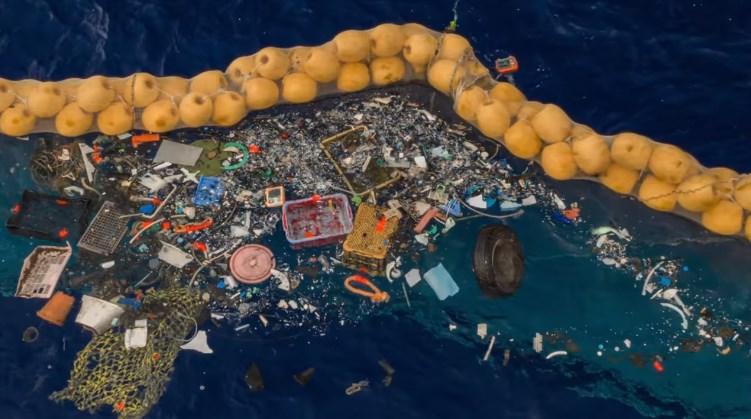 Програма Ocean Cleanup створена для того, щоб зменшити розміри сміттєвих плям у океані.