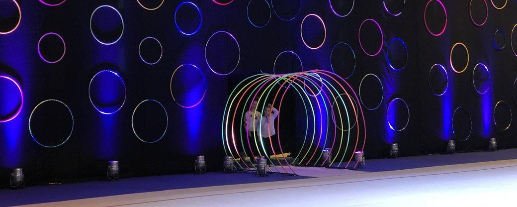 Чемпионат Украины по художественной гимнастике начался сегодня, 19 октября, в Ужгороде. Проводится в спортивном комплексе «Yunost». Открытие состоялось в 10 часов утра.