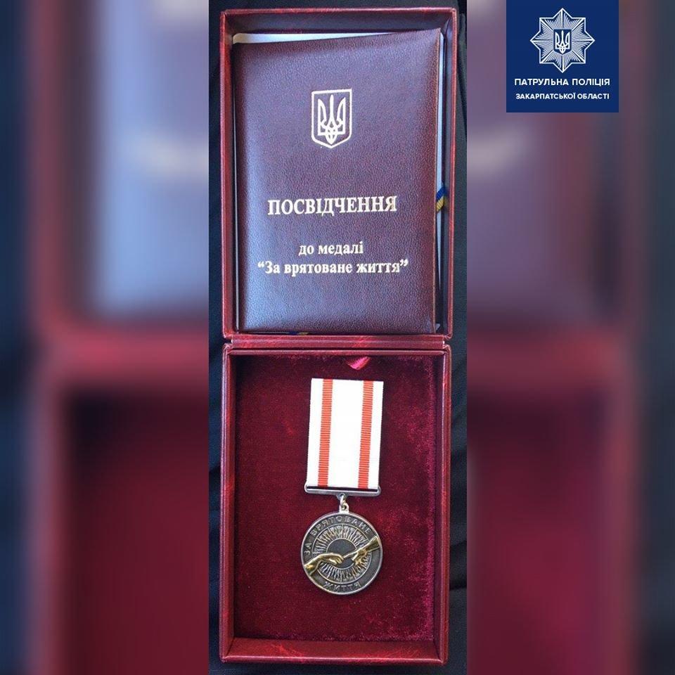 Патрульний роти ТОР отримав нагороду від голови Національної поліції України Ігоря Клименка.
