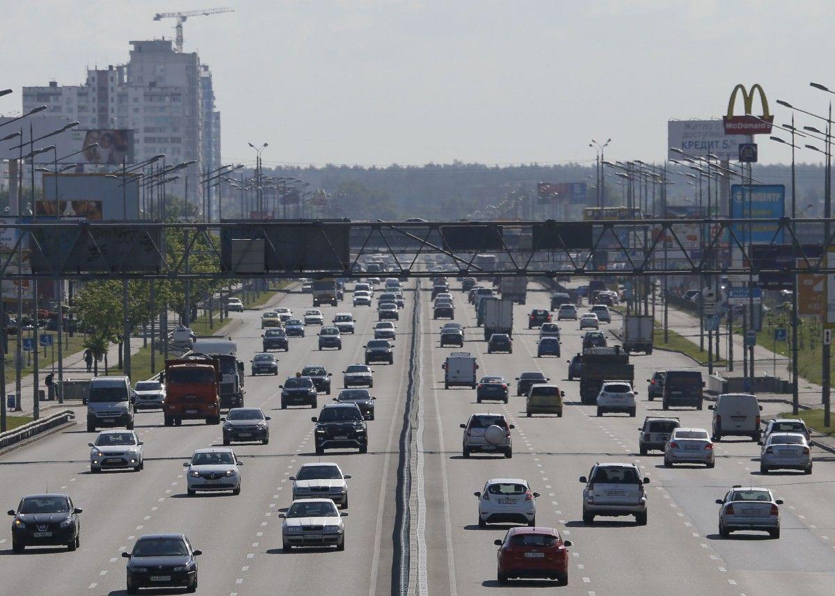 Президент спростив ввезення до України імпортних авто