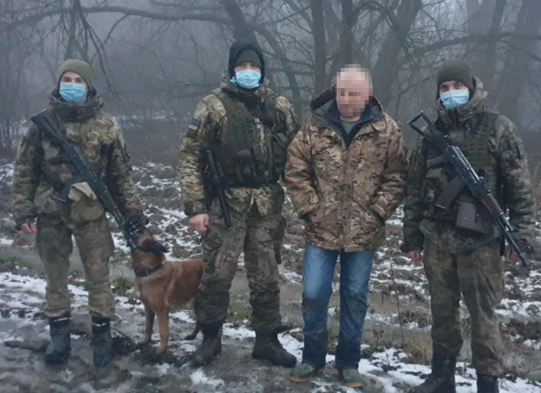 Українець, якого нещодавно суд визнав винним в організації переправлення нелегальних мігрантів, знову «розгулював» поблизу кордону.