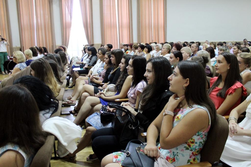 29 серпня у залі міського будинку культури відбулася щорічна підсумкова конференція освітян Виноградівського району.
