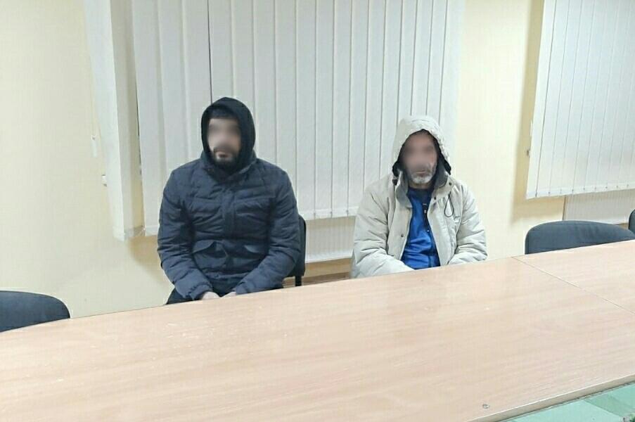 Учора ввечері прикордонники Чопського загону спільно зі співробітниками оперативно-розшукового відділу затримали двох іноземців, які мали на меті потрапити до Словаччини поза пунктами пропуску.