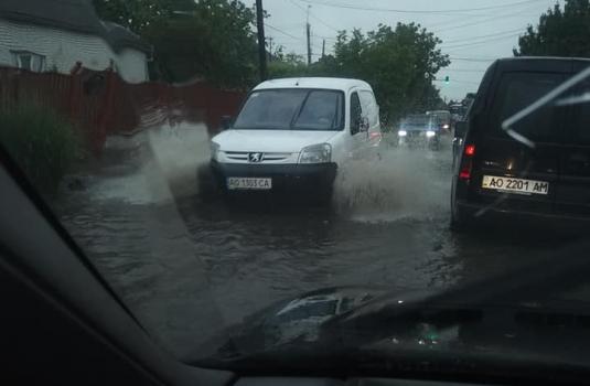 У Виноградові затопило вулицю Персикову (ФОТО, ВІДЕО)