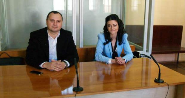 Головного редактора видання «Kárpátalja» та керівника найбільшої фракції Берегівської міської ради Кароліну Дорчі оштрафували через виявлений при перетині кордону угорський паспорт.