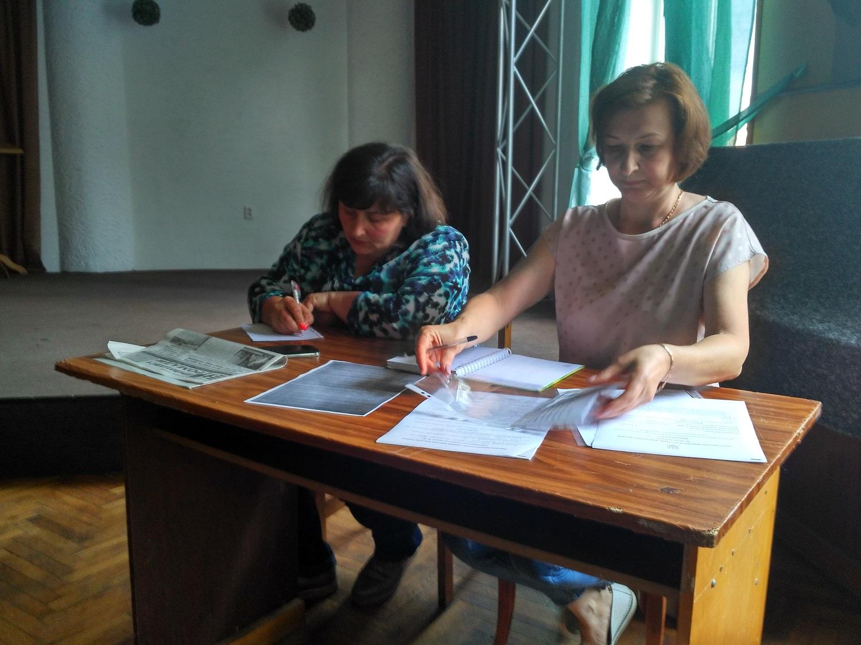 У Закарпатській області усі шість окружних виборчих комісій вже провели свої перші засідання, на яких більшість членів прийняли присягу.