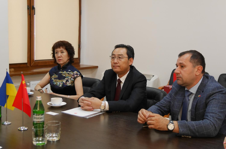До Ужгородської міської ради сьогодні завітали представники Посольства Китайської Народної Республіки в Україні.
