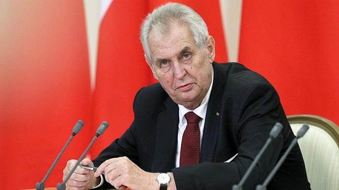 Президент Чехії Мілош Земан звернувся до президента РФ Володимира Путіна з проханням почати поставки вакцини