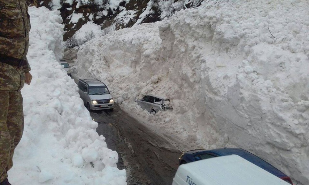 На Закарпатті існує загроза зсувів снігу на дороги