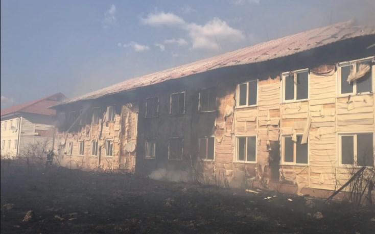 Тиждень тому масштабна пожежа сталася в селі Теребля. Горів житловий комплекс, який колись побудували для переселенців із Солотвина.