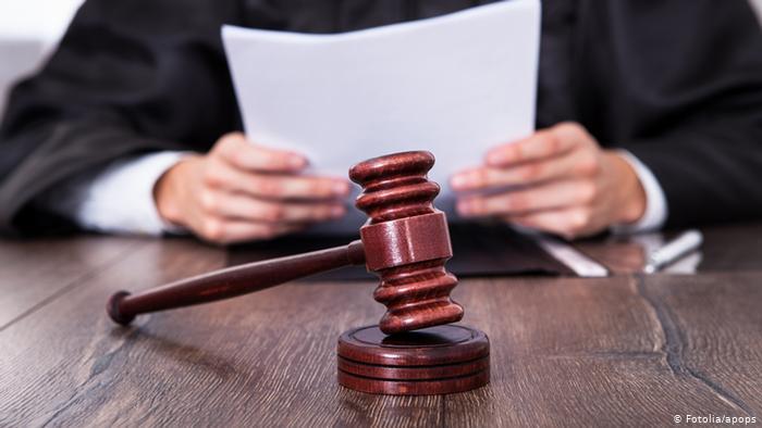 Прокурор Закарпатской областной прокуратуры утвердил и направил в суд обвинительное заключение в отношении жителя Львовской области по факту контрабанды оружия (часть 1 статьи 201 Уголовного кодекса Украины).