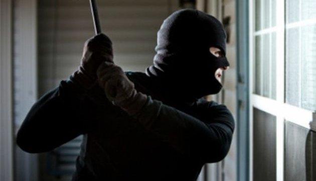 На Закарпатті двоє невідомих пограбували відділення банку