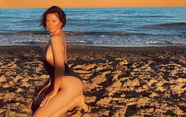 Зірка знялася без макіяжу і засвітила оголені груди. Сексуальне фото з'явилося в Instagram-акаунті артистки.