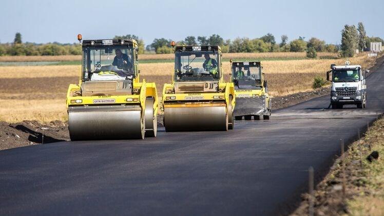 Цього року Україна витратить на дороги рекордну суму - більше 100 мільярдів.