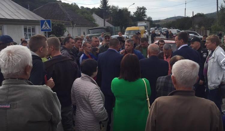 """Мешканці Поляни обурені проти рейдерського захоплення водопроводу """"Луг"""" та незаконного рішення суду"""