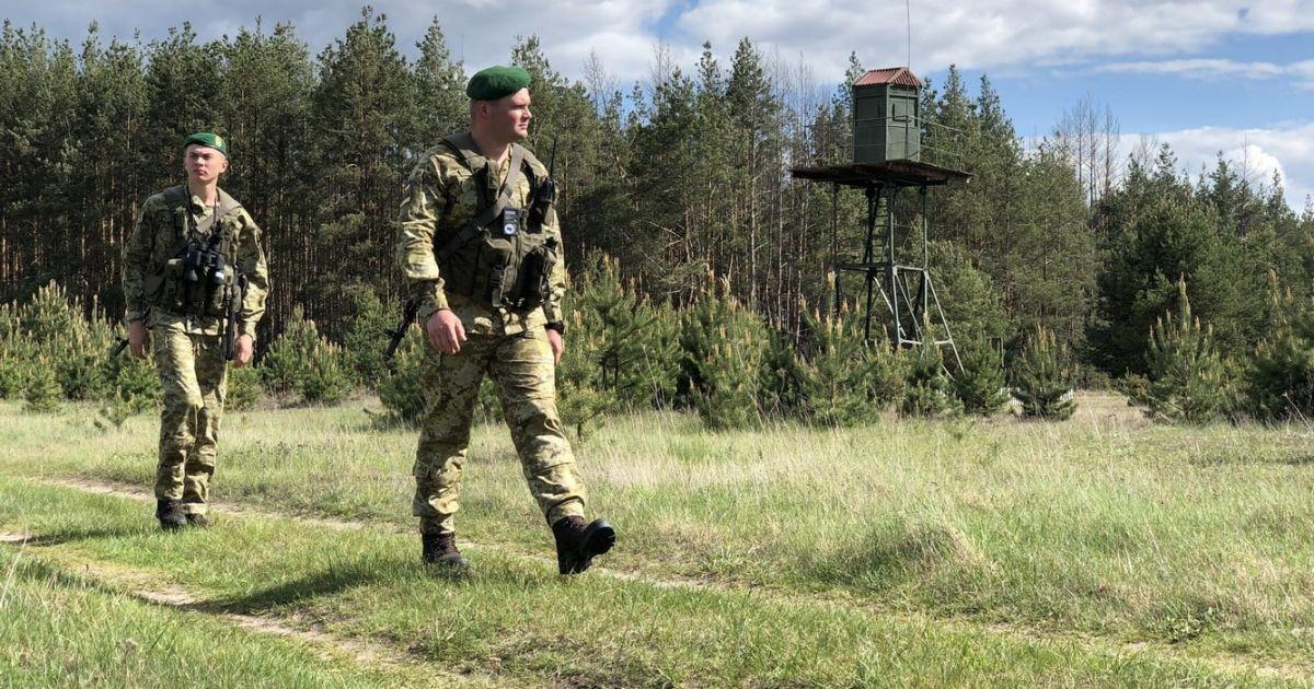 До нічного нападу на українських прикордонників у Сумській області виявилися причетними два працівники СБУ. Про третього підозрюваного - поки невідомо.
