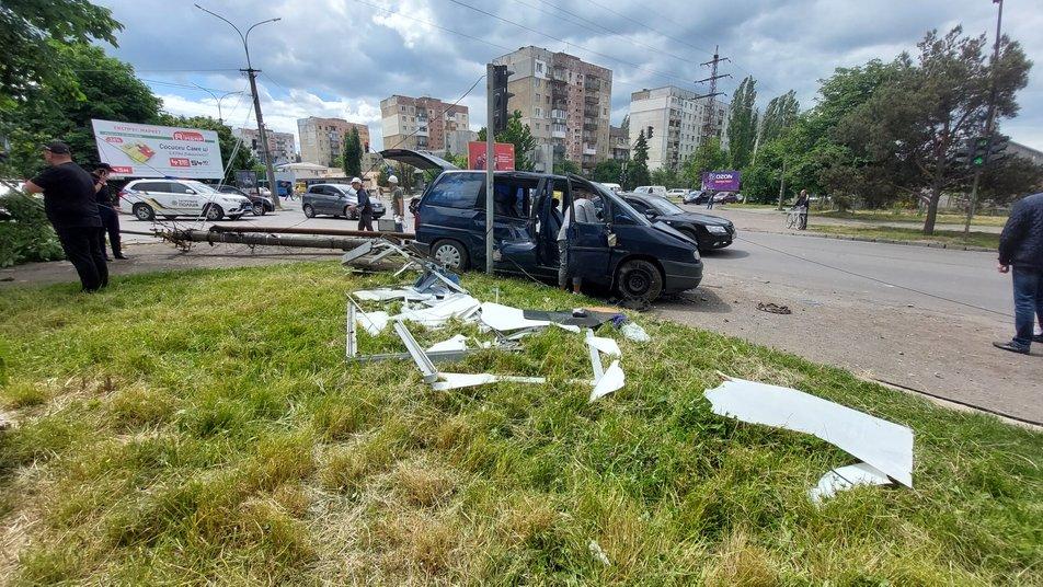 В Ужгороді на перехресті вулиць Грушевського — 8-Березня сталася ДТП за участі двох автомобілів.