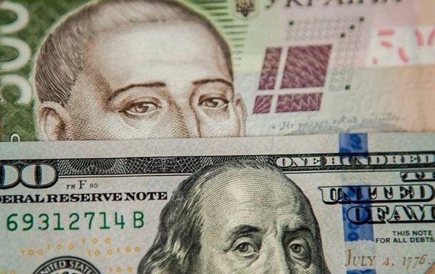 Українська національна валюта за день подешевшала на п'ять копійок до долара і на 10 - до євро.