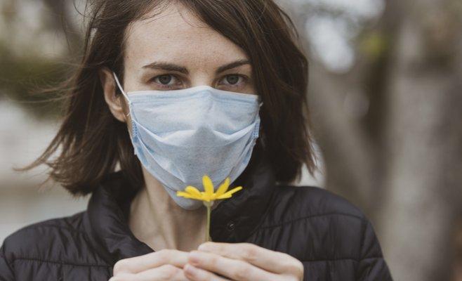 Викликає суперечки питання про носіння маски на відкритому повітрі.
