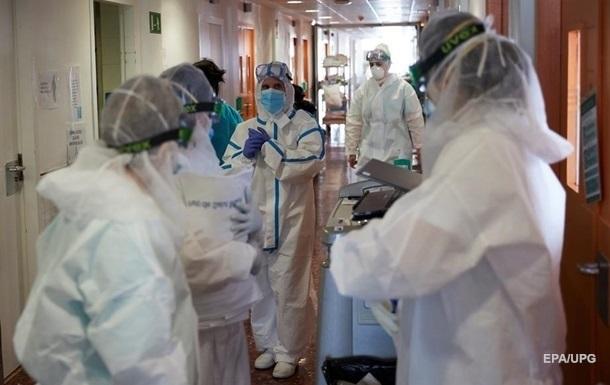 Через епідемію коронавірусу в Україні звільнилися майже 34 тисячі медпрацівників, більшість - пенсійного та передпенсійного віку.