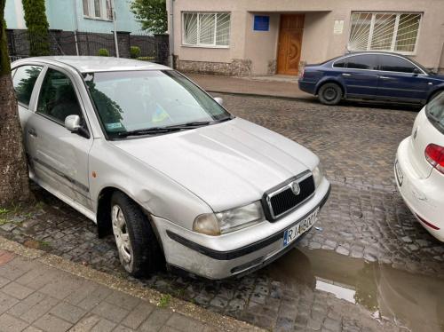Сьогодні, 18 травня, у центрі Виноградова водій автомобіля Шкода в'їхав у припаркований автомобіль.