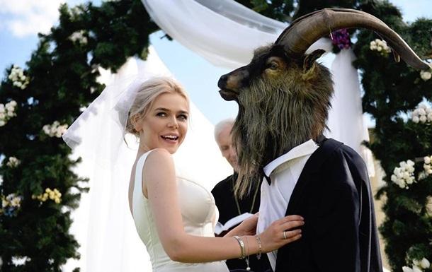 Популярна виконавиця приголомшила новиною - з грудня минулого року вона перебуває в розлученні. При цьому пара зіграла розкішне весілля влітку 2019 року.
