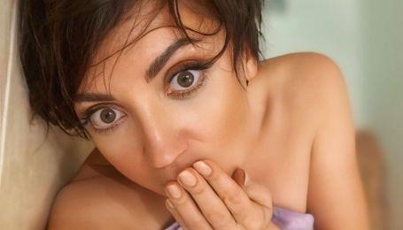 Співачка похизувалася сексуальним бюстом.