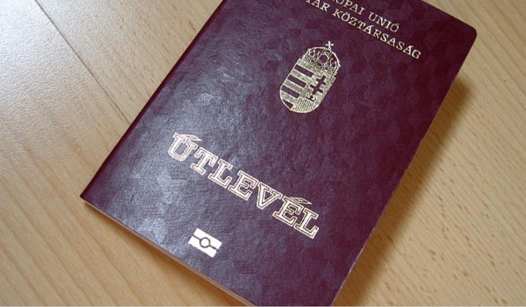 До уваги закарпатців: Угорщину можуть виключити з безвізу через схеми шахрайства з продажем угорських паспортів