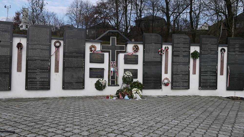 Глава МЗС Дмитро Кулеба повідомив про акт вандалізму у Свалявському меморіальному парку на Закарпатті, назвавши його провокацією з метою дестабілізації відносин з Угорщиною.