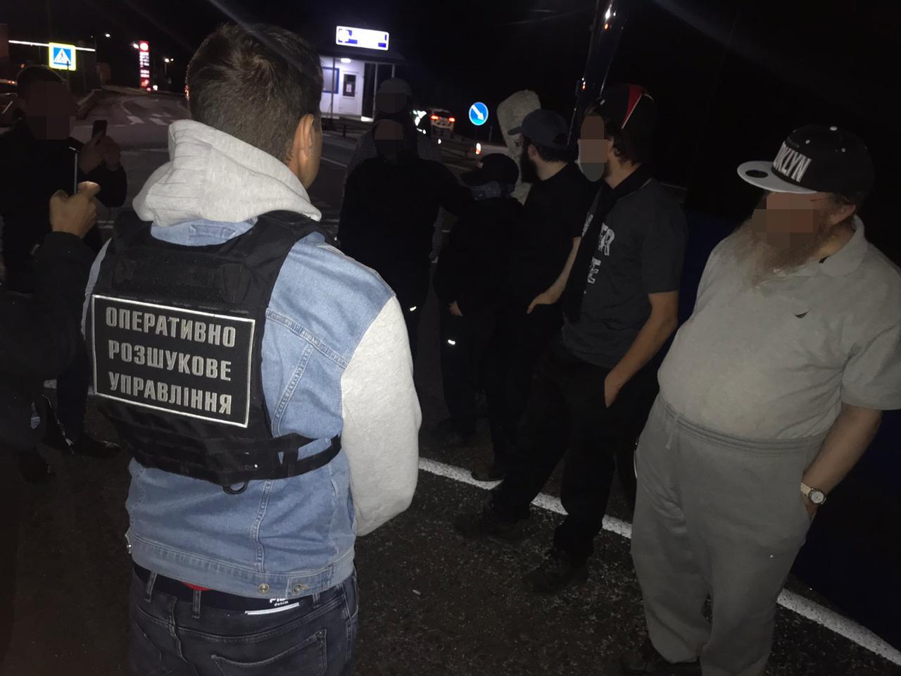 Вночі оперативники Мукачівського прикордонного загону вчасно викрили спробу незаконного перетину кордону і, організувавши взаємодію з Нацполіцією, невдовзі зупинили транспортний засіб