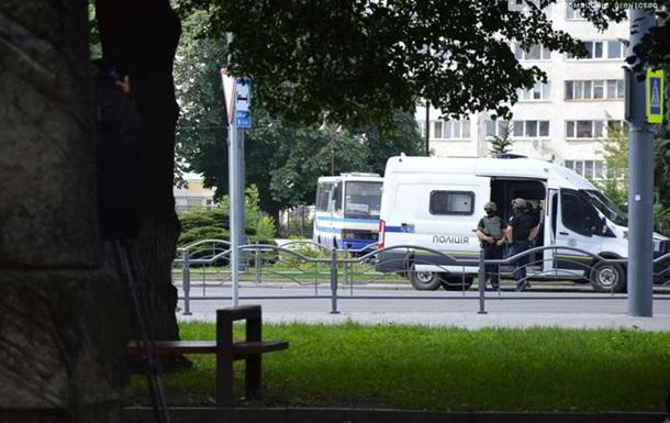 В автобусі перебувають близько 10 заручників, кажуть в СБУ. У поліції раніше заявляли про 20-ох.