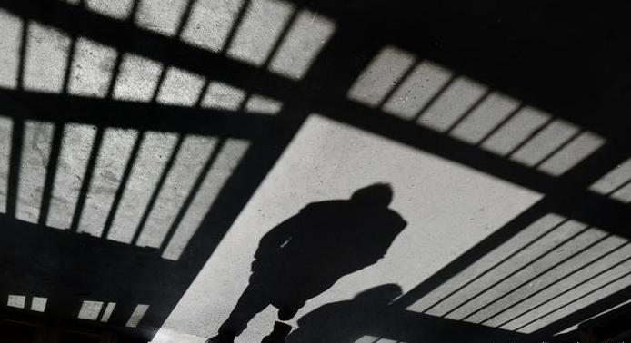 Прокурором Тячівської місцевої прокуратури доведено вину 32-річного мешканця смт. Дубове, Тячівського району у нанесенні тяжких тілесних ушкоджень батькові, від яких той помер (ч. 2 ст.121 КК України)