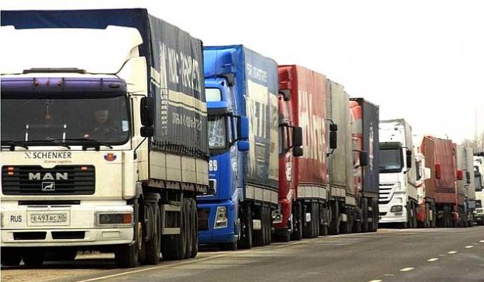 За даними німецької платформи пошук вакансій і співробітників Birdiematch, середній німецький водій вантажівки заробляє близько 2614 євро на місяць.