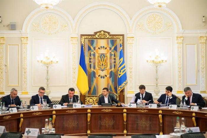 """Під головуванням президента Зеленського відбулося засідання Ради національної безпеки і оборони України, на якому було схвалено стратегію нацбезпеки і оборони """"Безпека людини – безпека країни""""."""