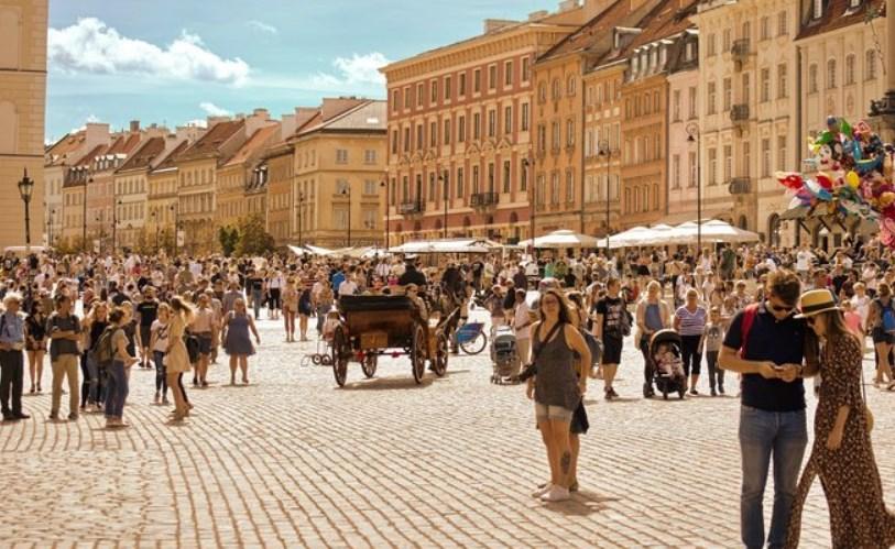 В большинстве районов Чешской Республики, начиная со среды, многие из остальных ограничений, введенных правительством в марте из-за распространения коронавируса, будут отменены.