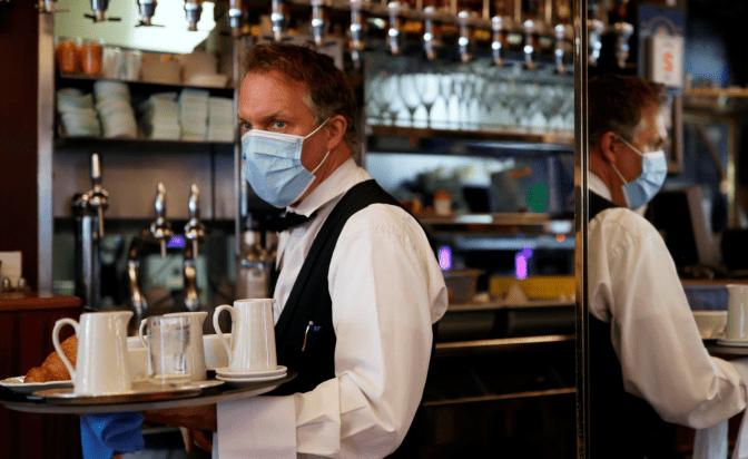 Незабаром у Львові до кафе та торгових центрів зможуть заходити лише вакциновані, або ті, хто має негативний тест на коронавірус.