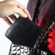 Злодійка із сумки тернополянки поцупила гаманець з вісьмома тисячами гривень.