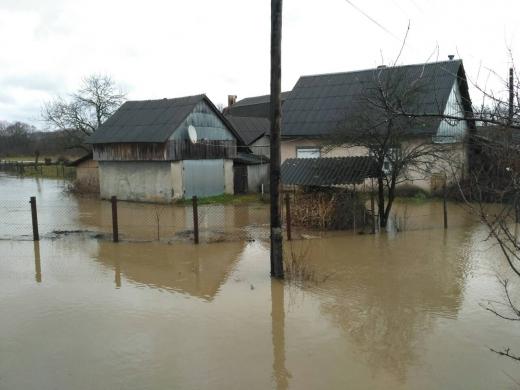 НаТячівщині річка прорвала дамбу тазатопила село Вонігове